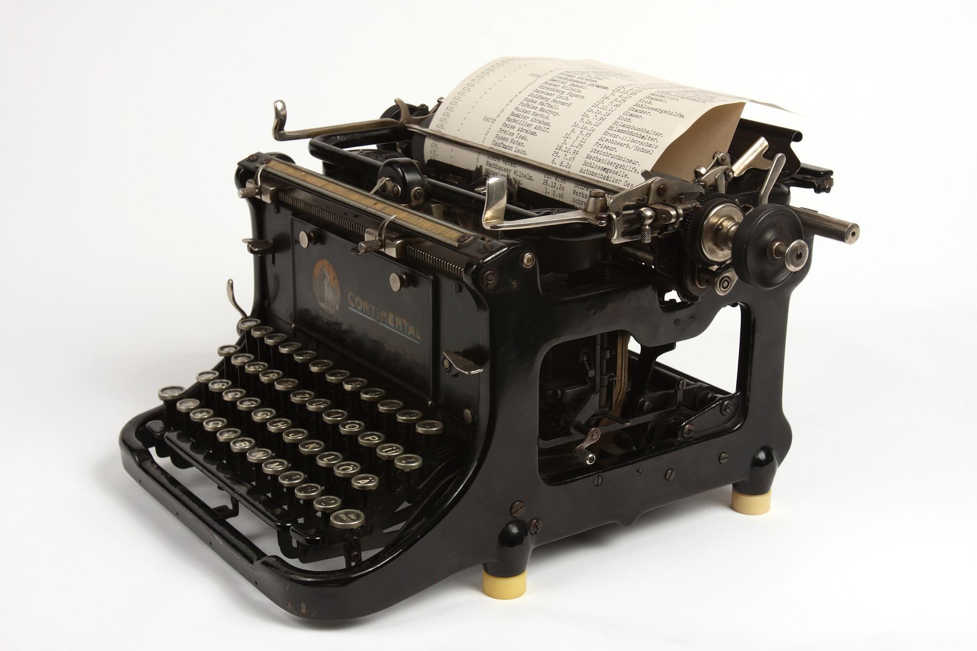 typewriterblack-686932_1920